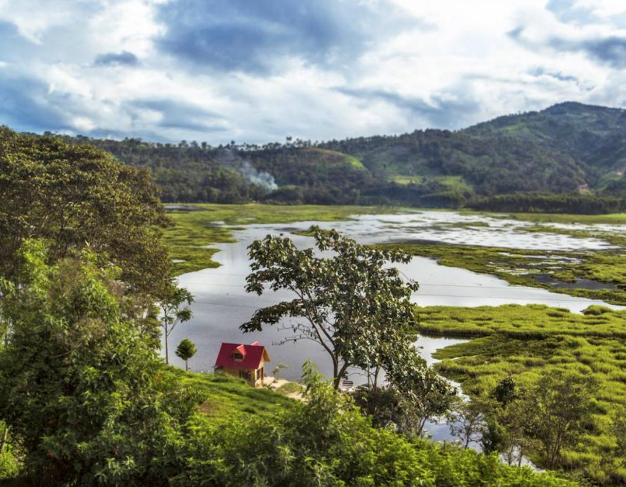 La laguna de Villa Rica. 2 horas y media del Fundo La Colorada -