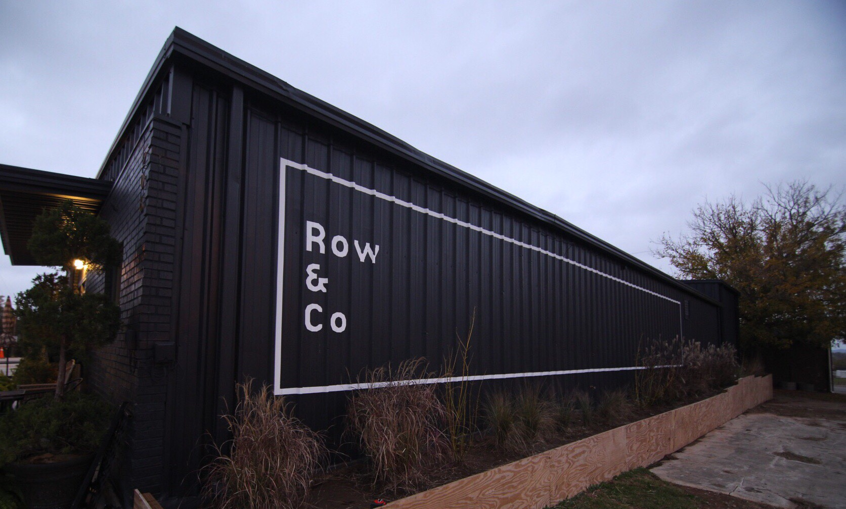 Row & Co Side Wall
