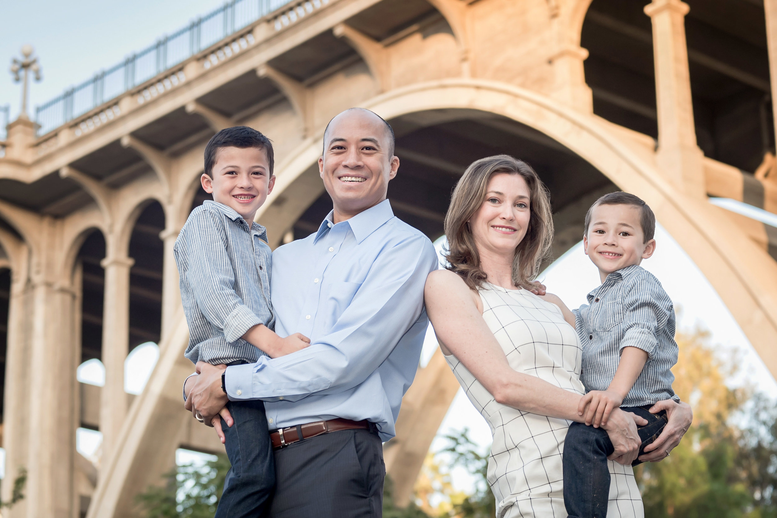 SILVER [$250] - IDEAL FOR FAMILIES, CHILDREN, & COUPLESUp to 1.5 Hour Session | 25-35 Full Resolution Edited Digital Images