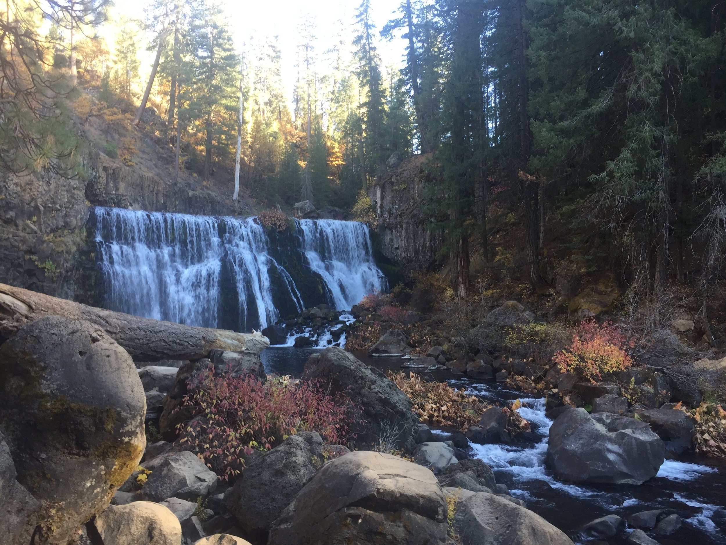 McCloud Falls - Excursion adventure to amazing locations of gushing water falls, amazing hiking, beautiful nature and enjoyable sites.