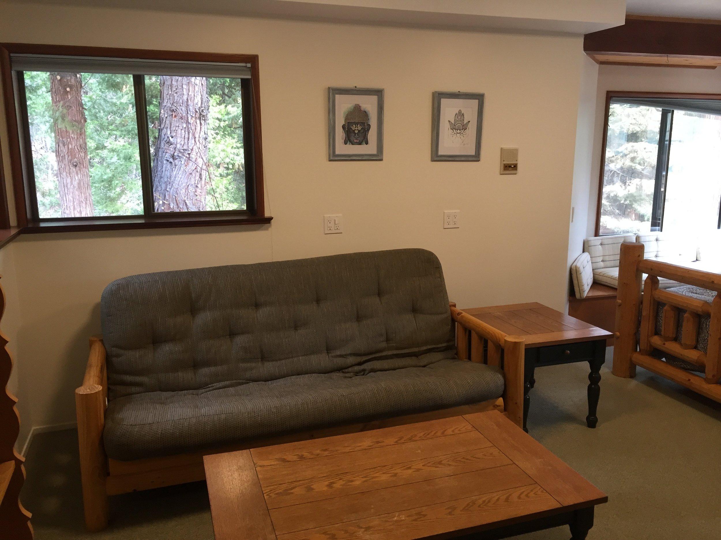 In-House Room Full Futon