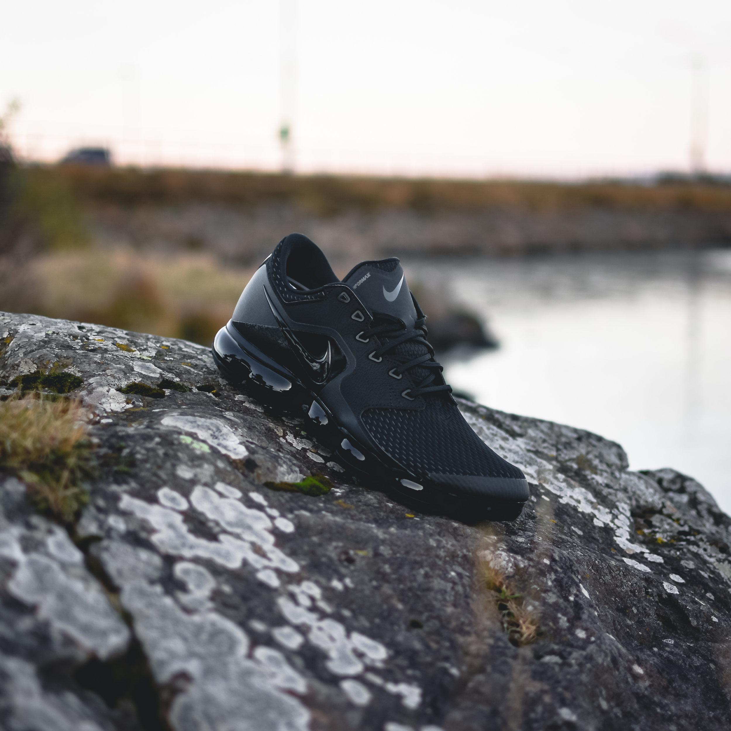 vapormax leather triple black top