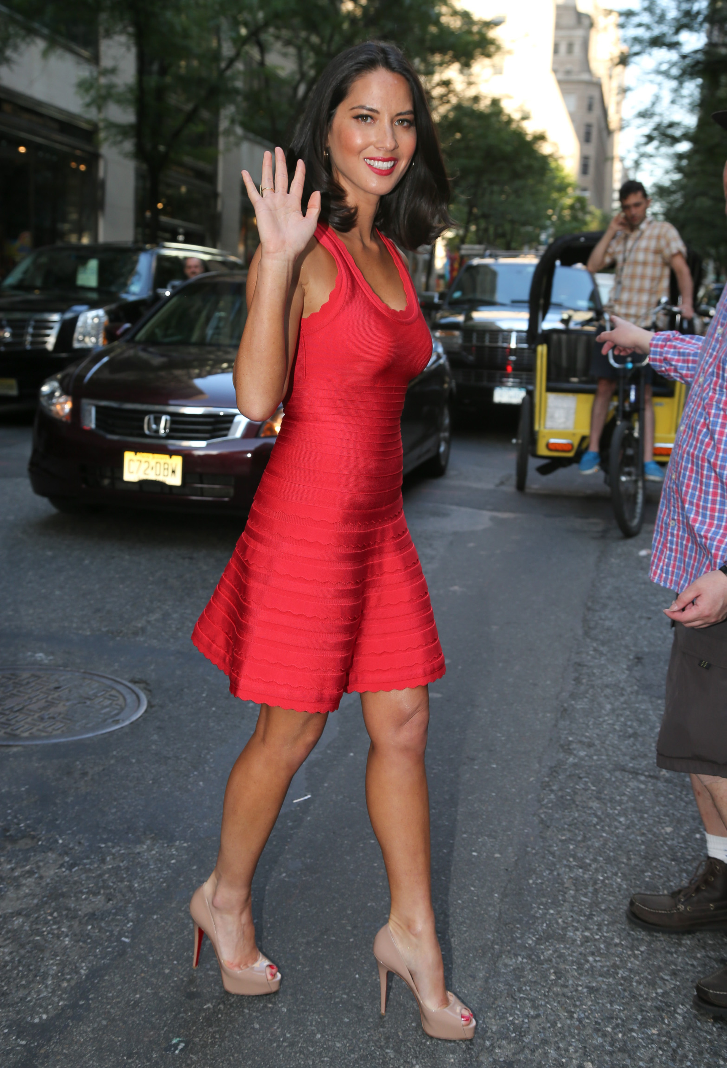Olivia Munn on Jimmy Fallon - Dress Herve LegerShoes Christian Louboutin