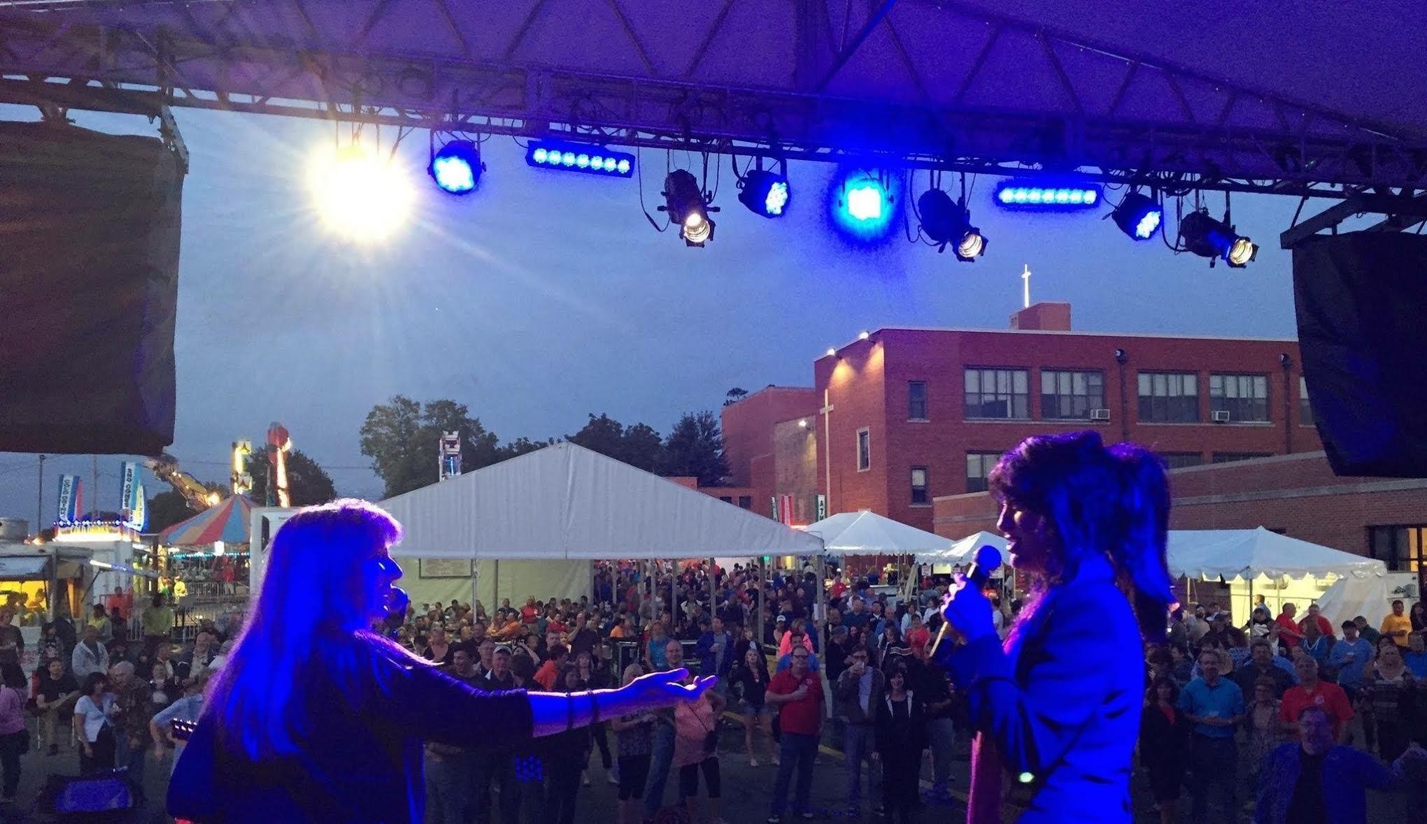 Crowd (Lombard).jpg