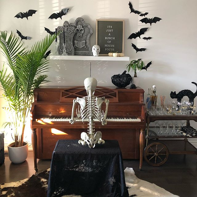 It's just a bunch of hocus pocus . . . . . #weddingplanner #eventplanning #outdoorceremony #bluemountains #georgianbay #fall #beautiful #engagement #events #love #bestdayever #skull #collingwood #traditional  #floral #halloween #bats #hocuspocus