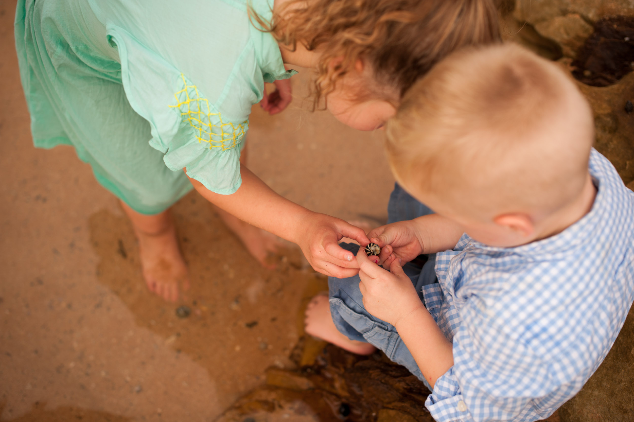 kids playing in rockpool unposed photography central coast nsw