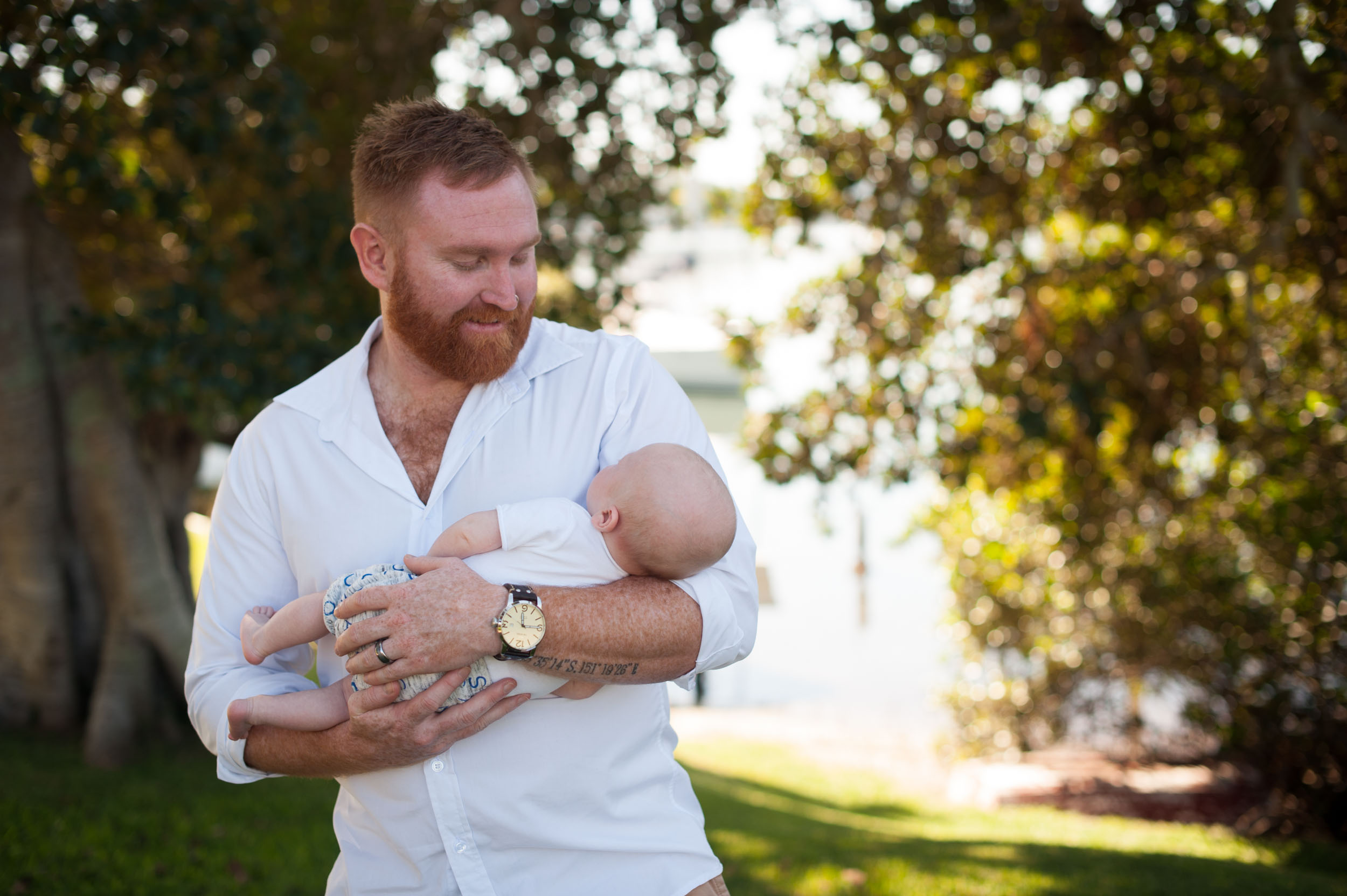 cuddles with daddy outdoor nature photography woy woy nsw
