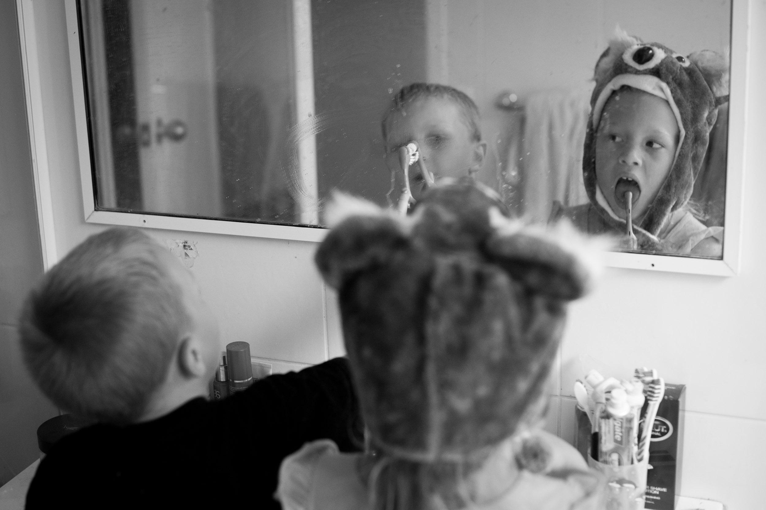 kids brushing teeth central coast family photograher