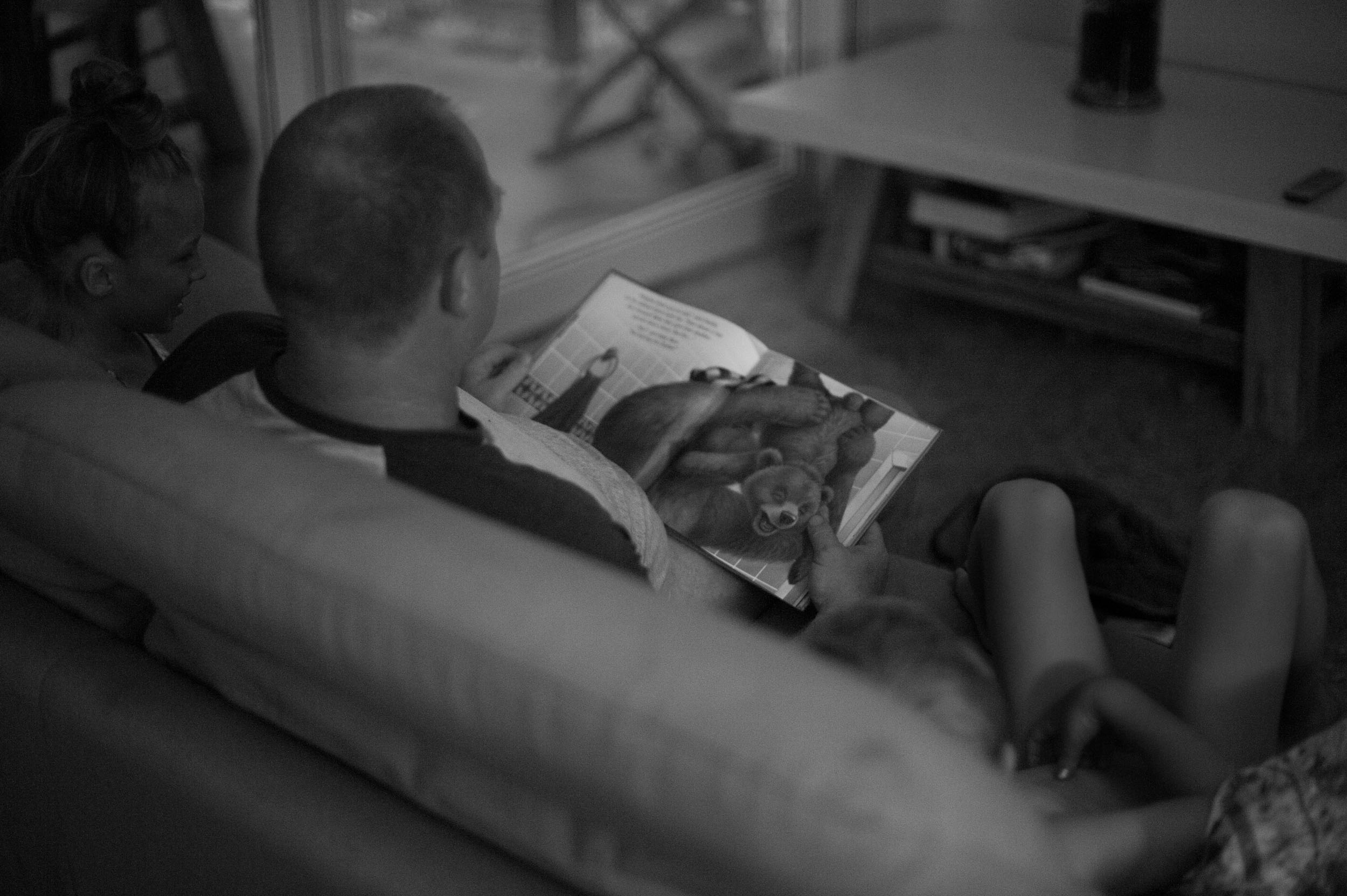 reading with dad central coast family photographer