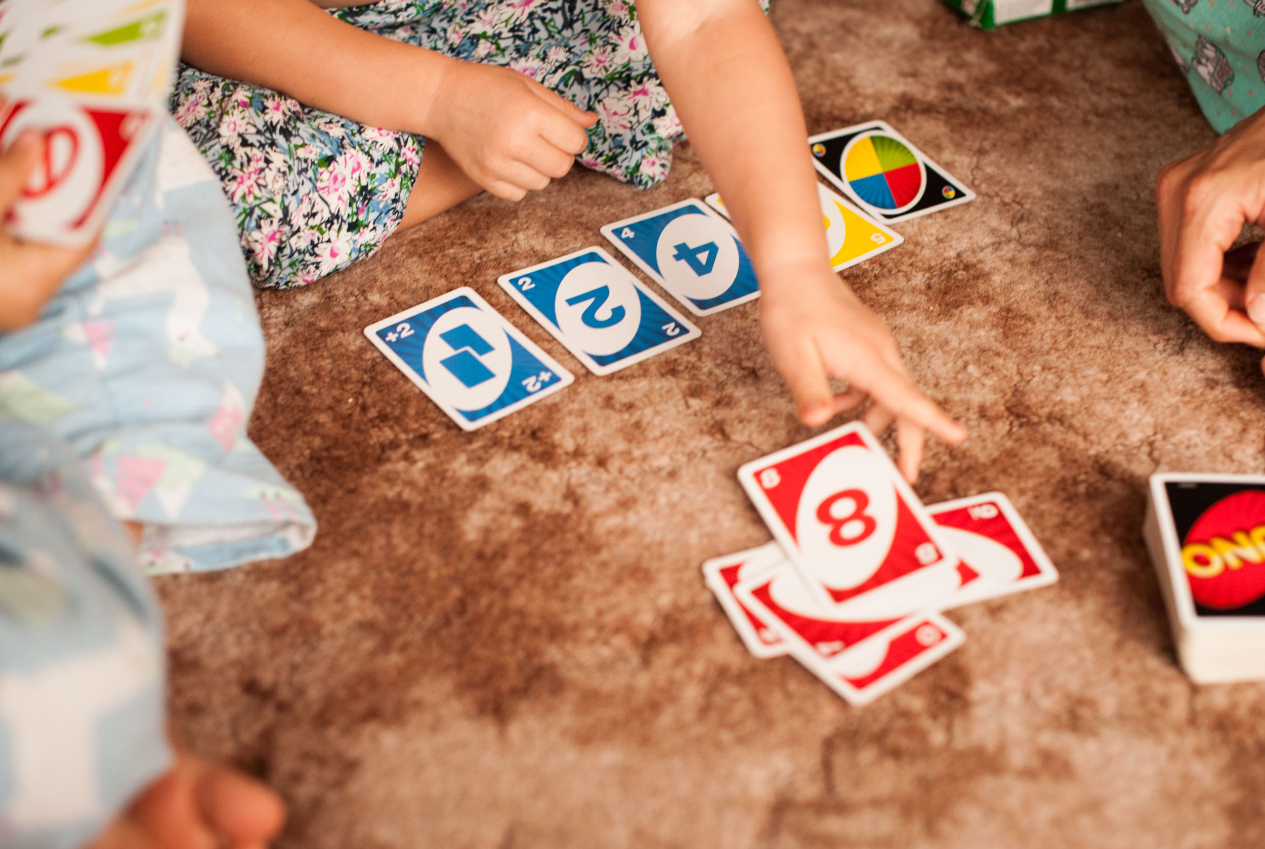 playing uno in home documentary family photographer central coast