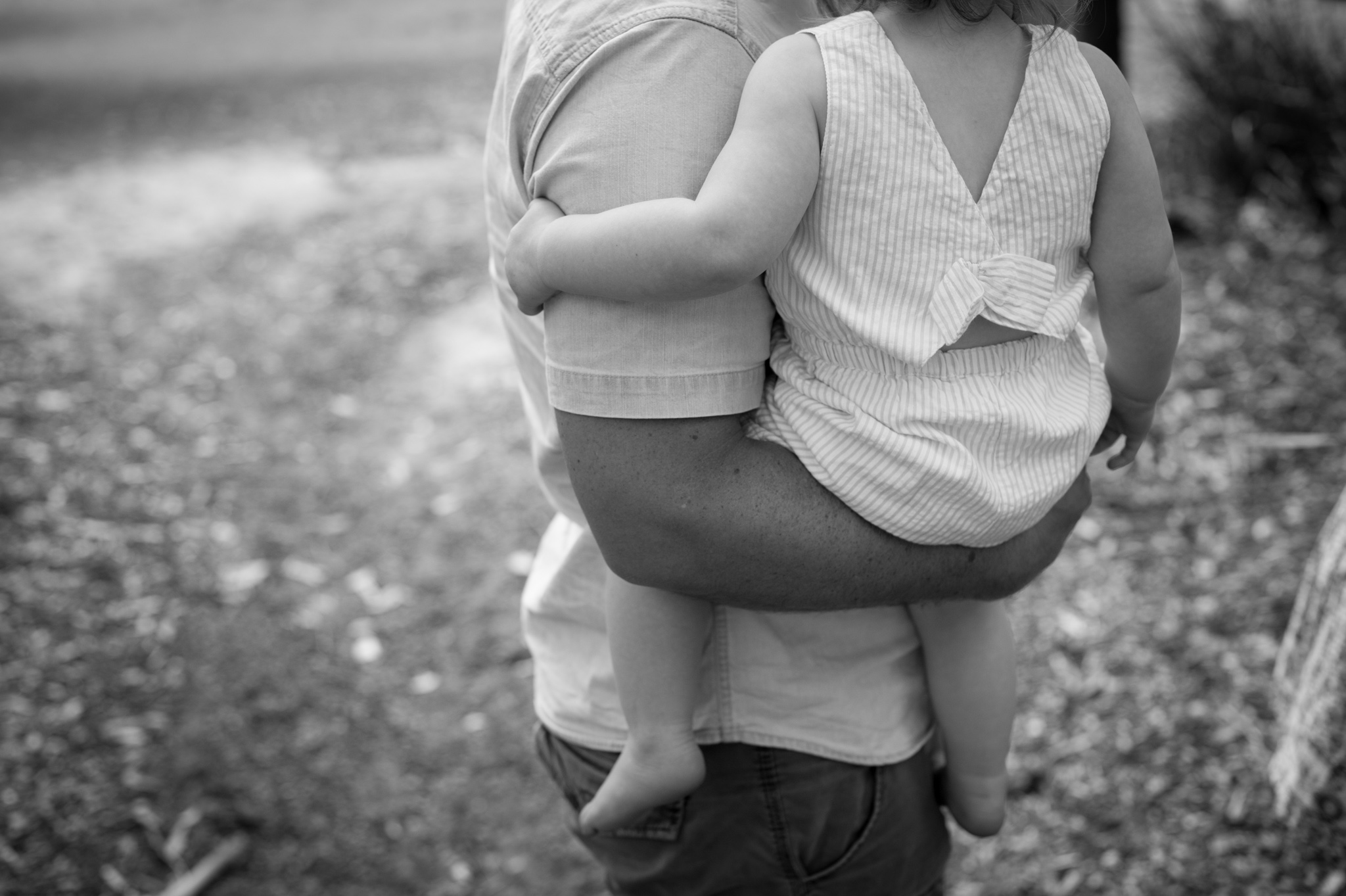 daddy holding toddler family photography kincumber