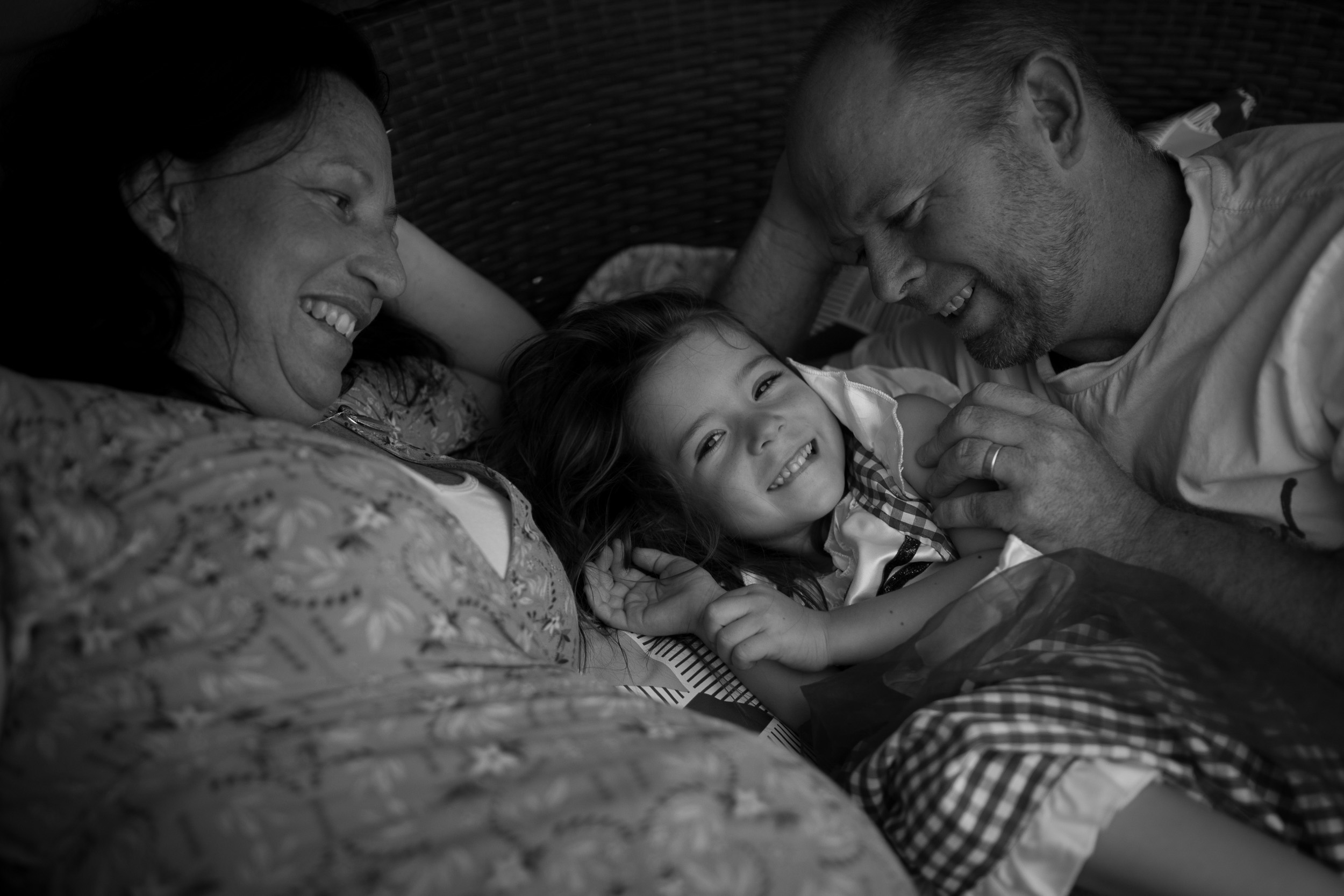 family cuddling on the day bed central coast maternity photographer