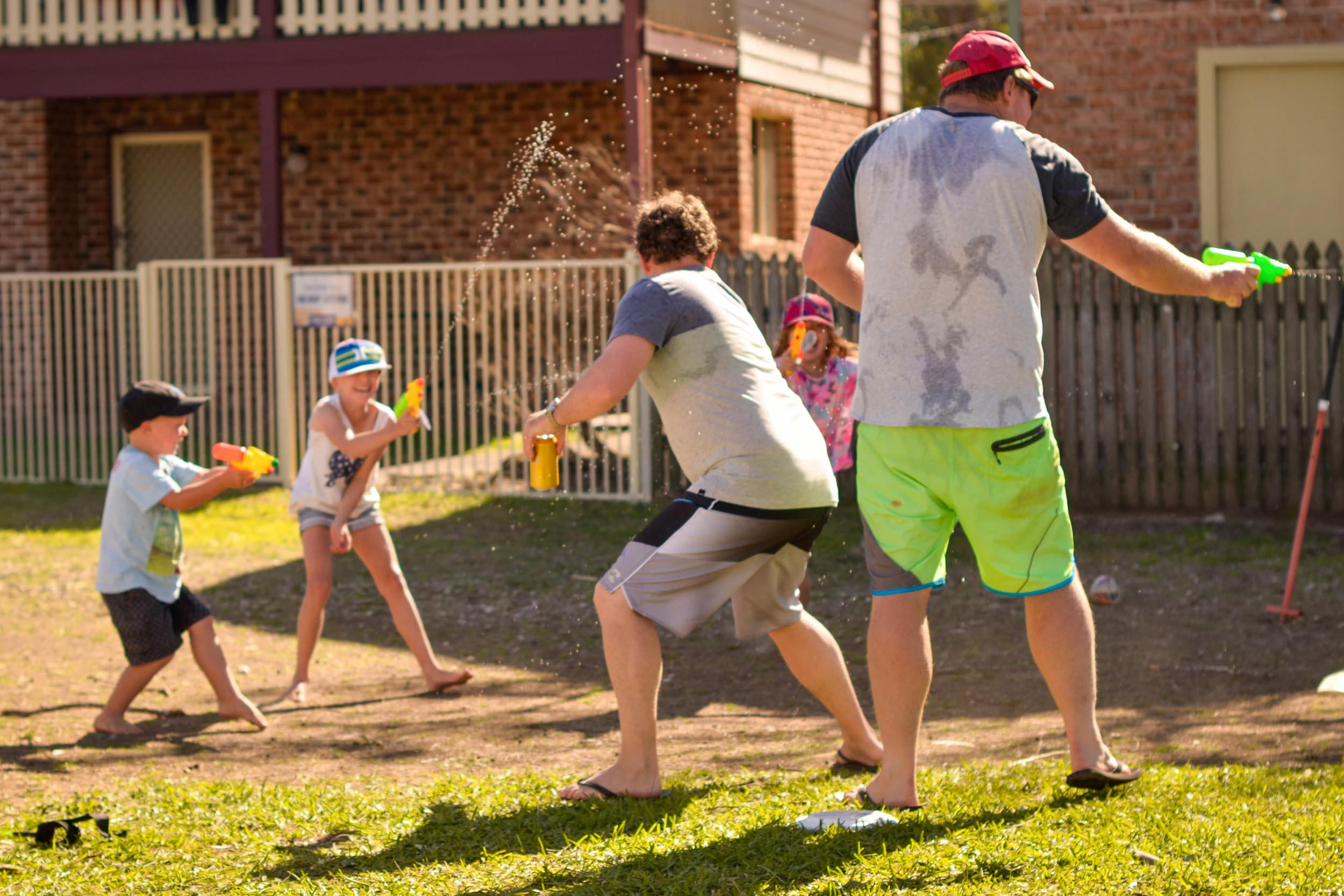 water fight with dad central coast photographer katy allen photograohy-0337.jpg