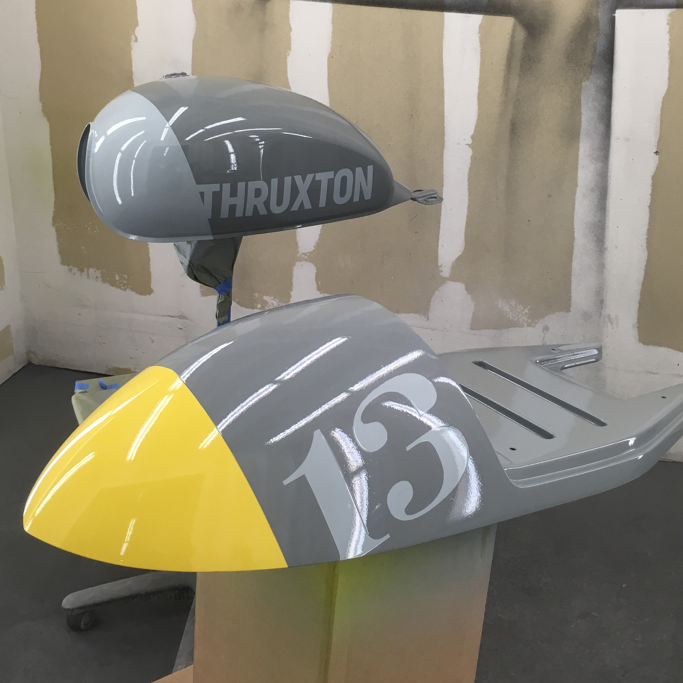 ThruxtonV2Paint_01.jpg
