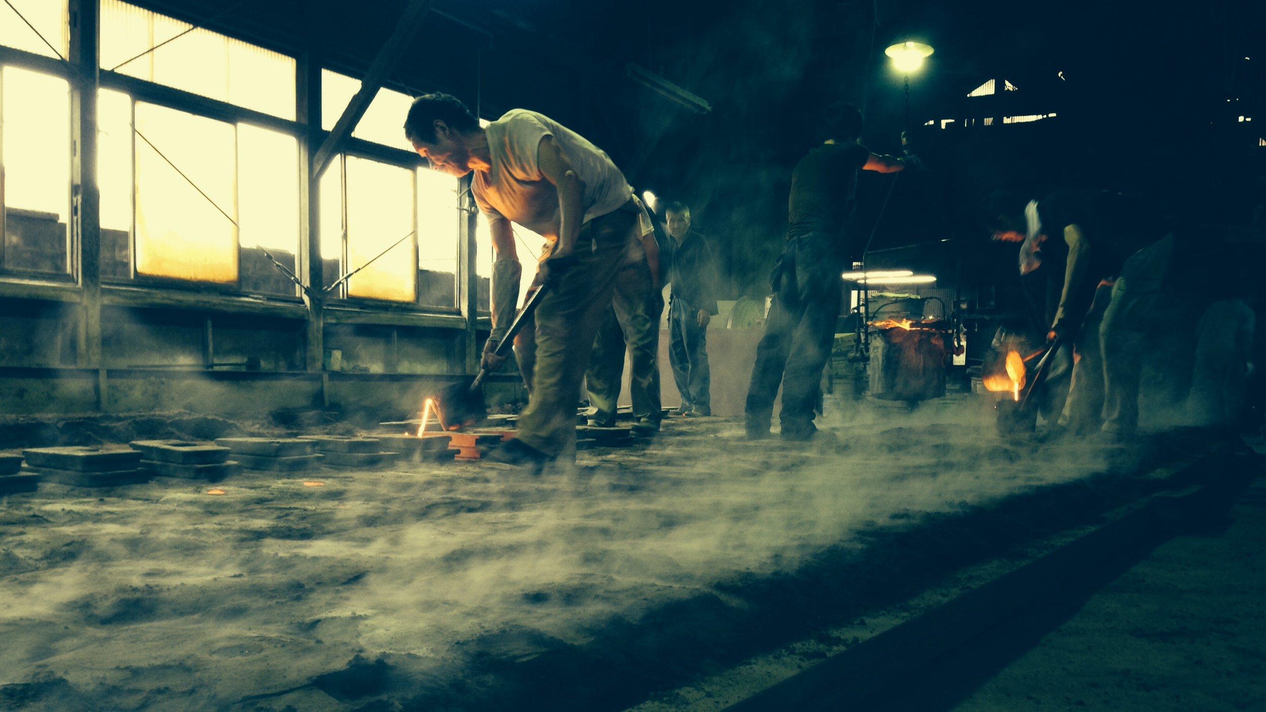 伝統工芸を映画で盛り上げる - テーマは「伝統産業アピール」「後継者問題への取り組み」「海外PR」「地元参加」高岡伝統産業青年会が中心となって維持・訴求を続けている富山県高岡市の伝統産業(伝統工芸)をDRAWING AND MANUALが映画を主軸とした地域参加型プロジェクトとして提案をしました。