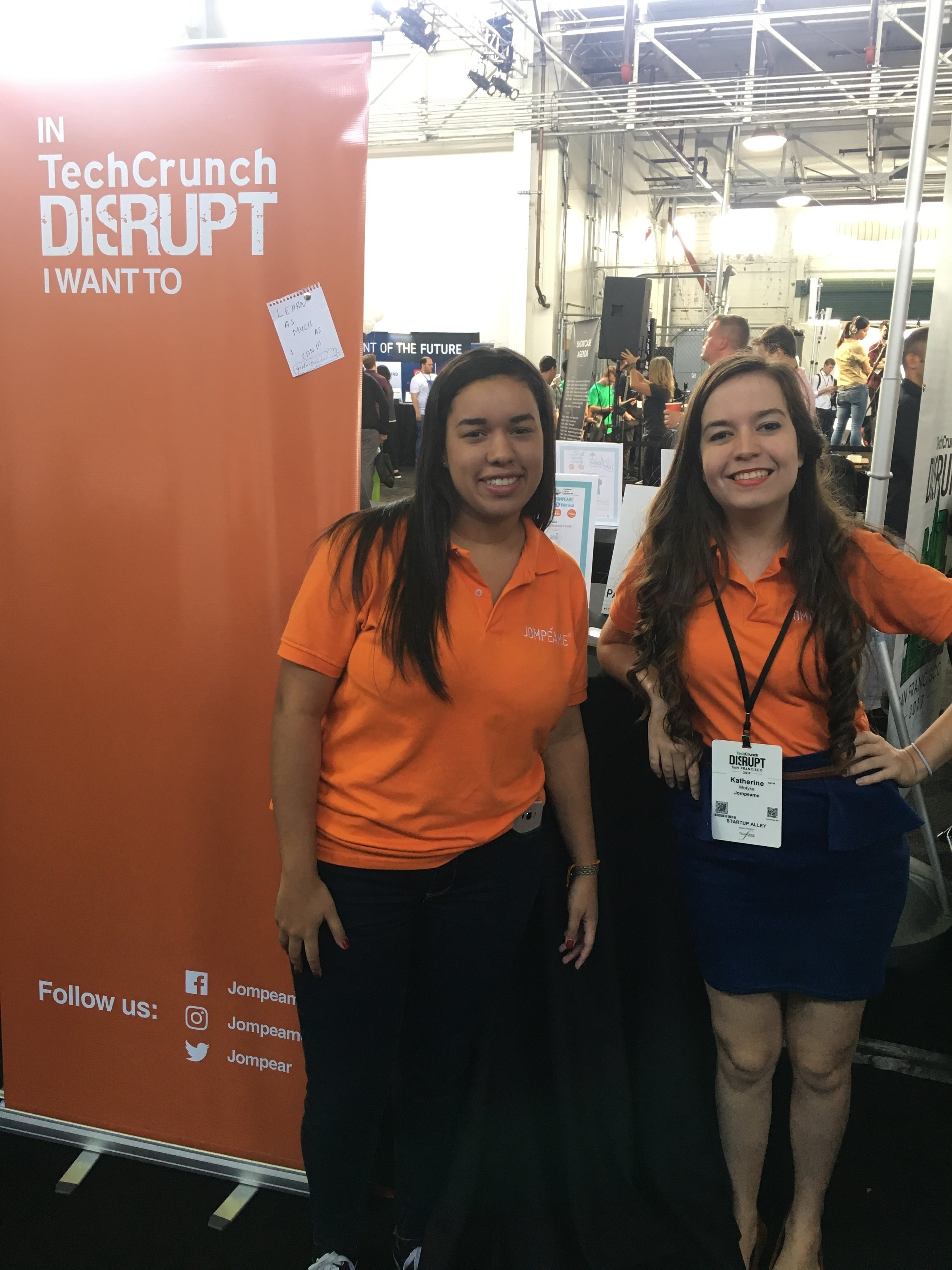 Lucitania Castillo and Katherine Motyka display their orange appeal of Jompéame.