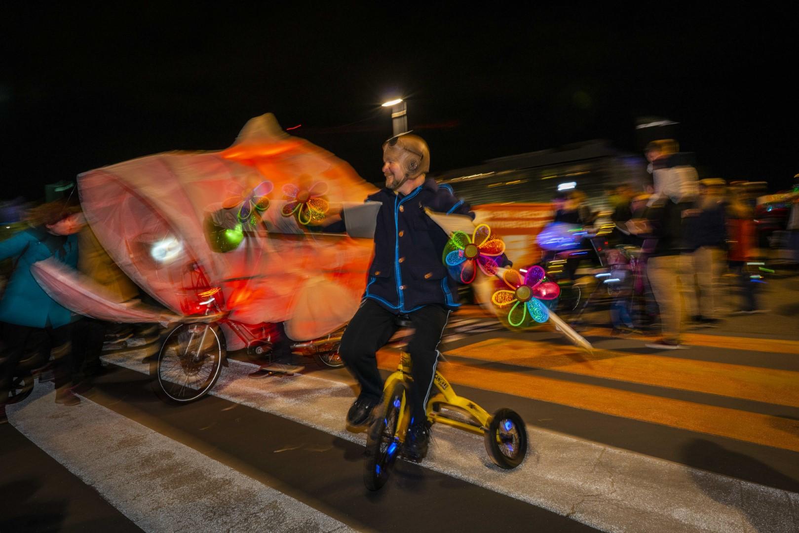 IMM Uni cycle blur 2.61MB photography John McDermott DSC03355 (Large).jpg