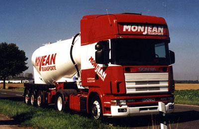 """SCANIA 124L / 420 mit einer """"Silo-Banane"""". Dieser Auflieger ermöglichte es, ohne Einschränkungen, gewichtsoptimierte Tank-Transporte durchzuführen."""