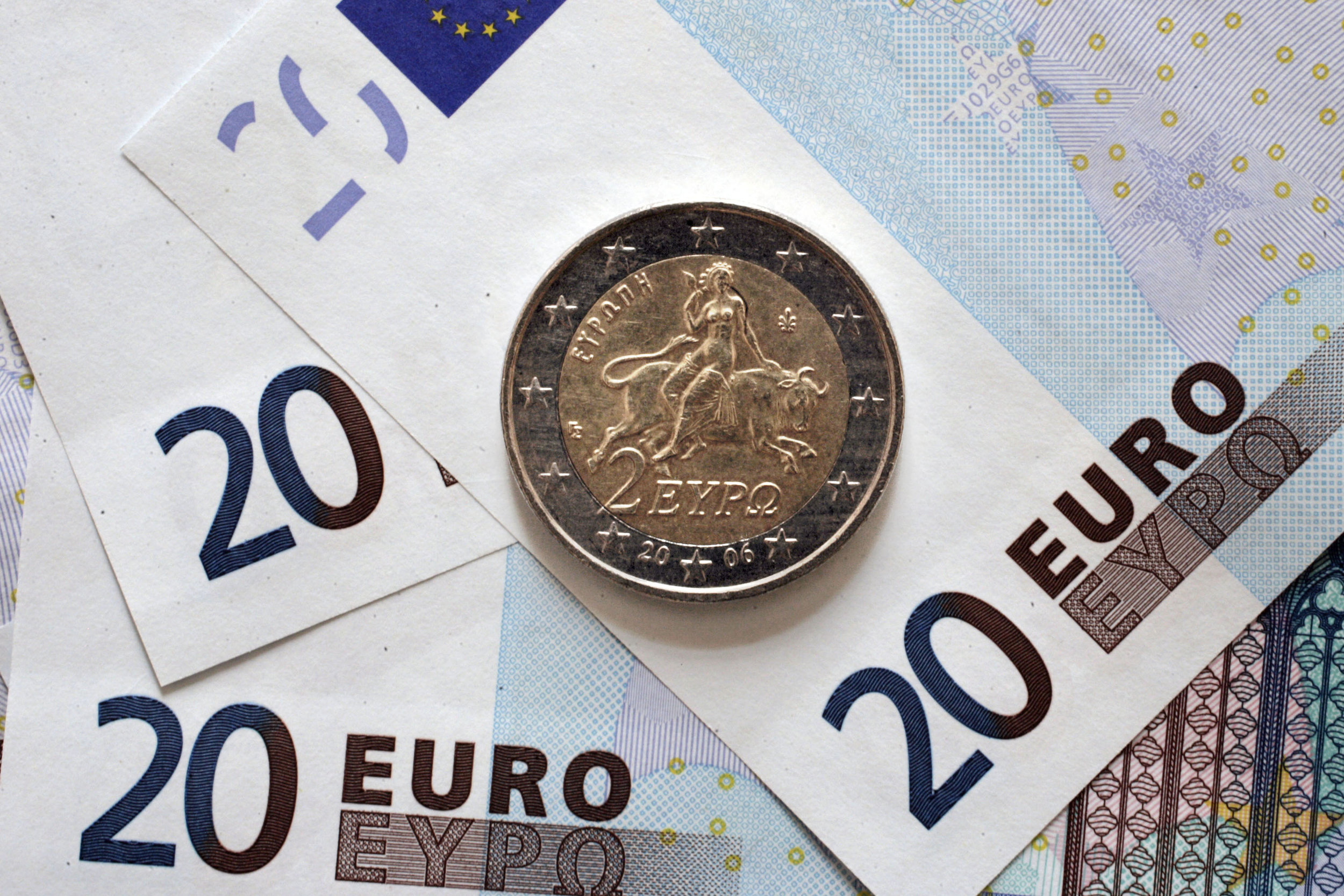 Euro After the Crisis: - Key Challenges and Resolution OptionsBy Dr Constantin GurdgievCommissioned by Luke Ming Flanagan MEP