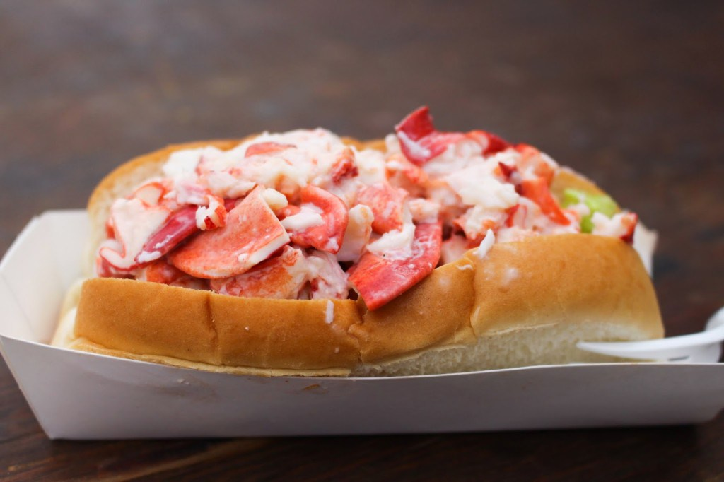 where-to-eat-the-best-lobster-rolls-in-maine-6.jpg