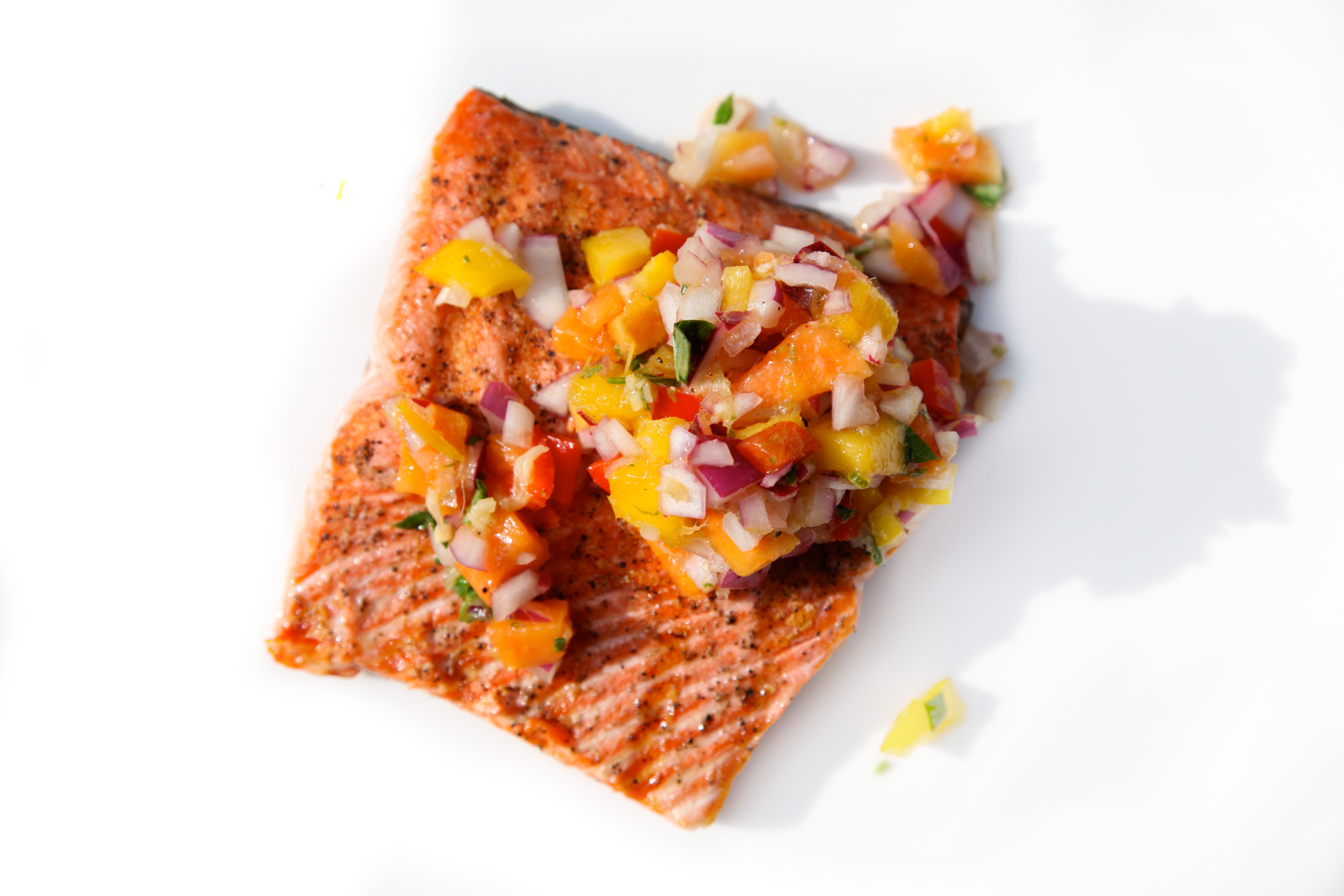 Grilled-Salmon-Fillets-with-Papaya-Salsa.png