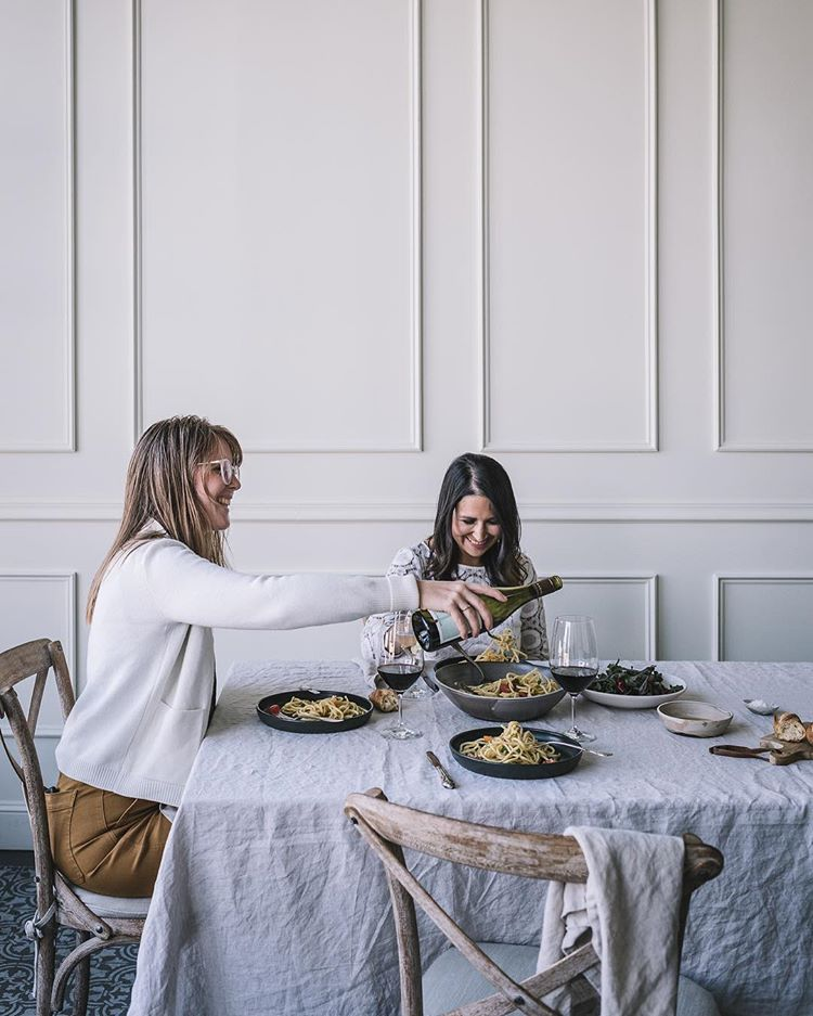 Insiders Guide To Holiday Entertaining - The holidays are fast approaching and 'tis the season for entertaining at home. If you're daunted by the task of hosting a gathering for the holidays or haven't had time to pull it together, here are some simple do's and don'ts for making even the most impromptu gathering feel perfectly planned and utterly chic.