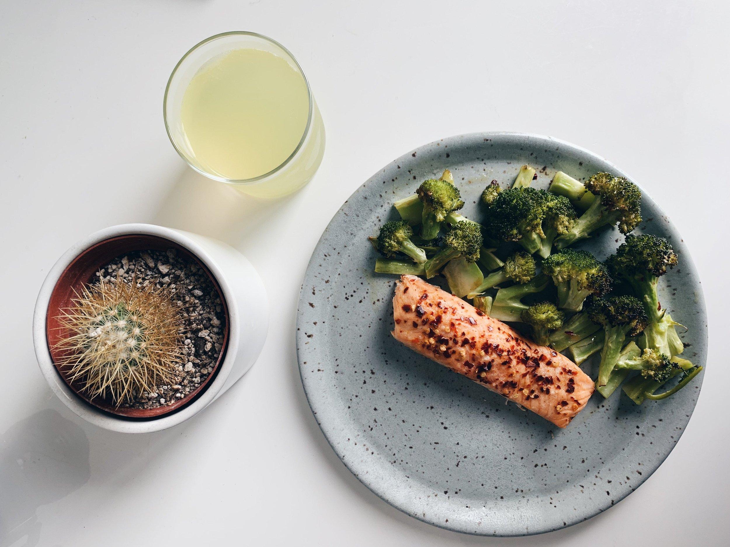 Basic+Girl+Baked+Salmon+%26+Citrus+Broccoli+Dinner+-+Keto%2C+Paleo%2C+Low+Carb+-+livethelittlethings.com+-+done+dish.jpg