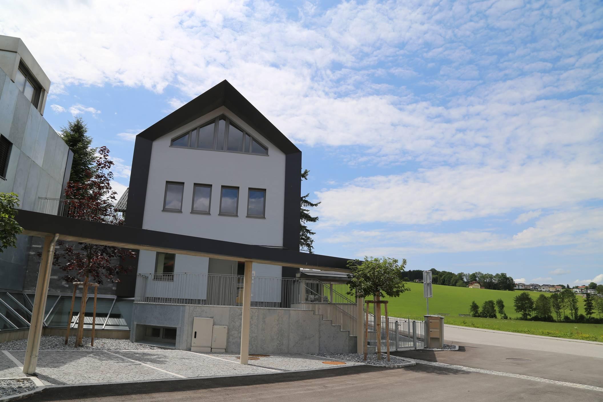 Neubau Wohnanlage Obertrum, Fenster, Türen, Raffstore