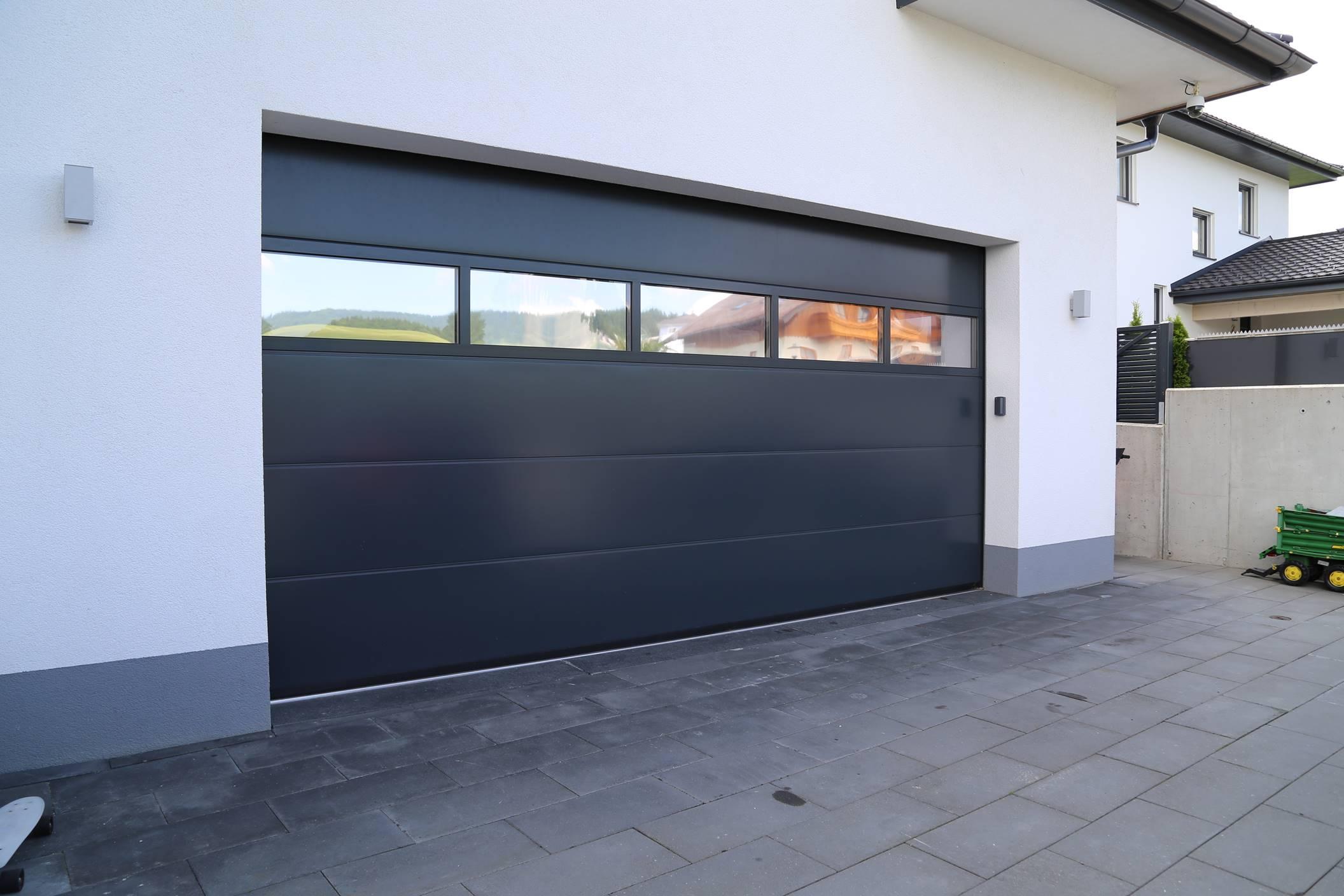 Privathaus Schleedorf , Fenster, Türen, Sonnenschutz, Garagentore