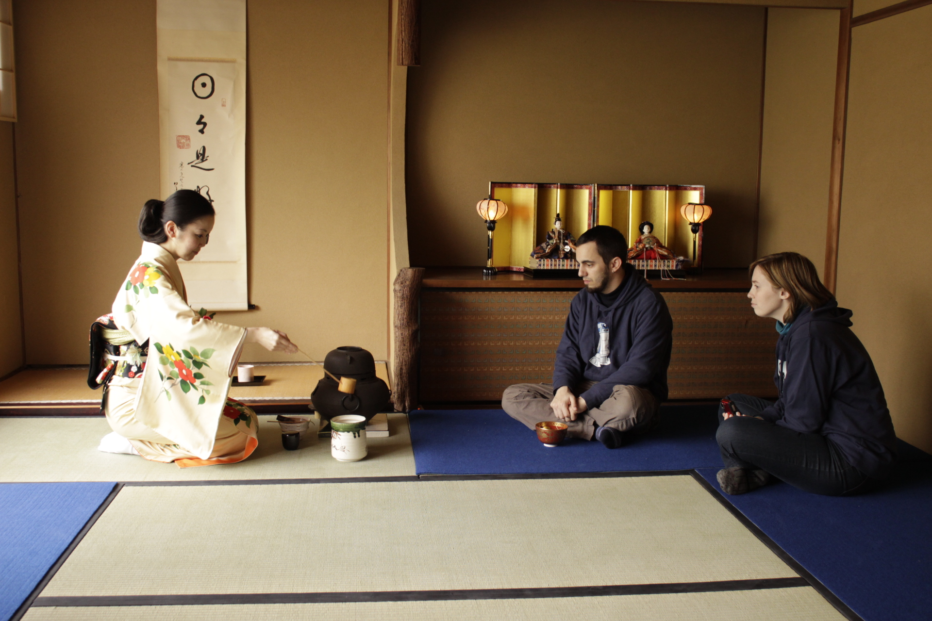 Watch an authentic tea ceremony performance in Camellia FLOWER'S tearoom.