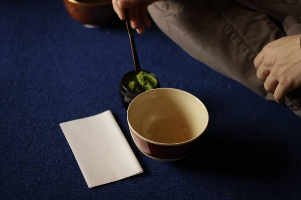 After the tea ceremony, why not take the opportunity of making your own bowl of Matcha.
