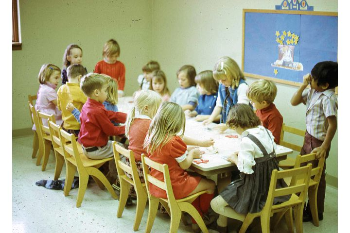 classroom 70s.jpg