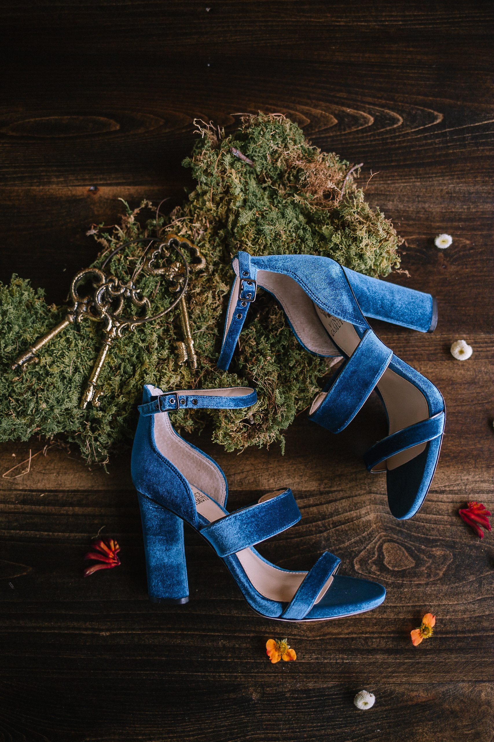 Blue velvet wedding shoes for fall vintage boho styled shoot designed by exhale events. Get inspired by these gorgeous wedding details at exhale-events.com!