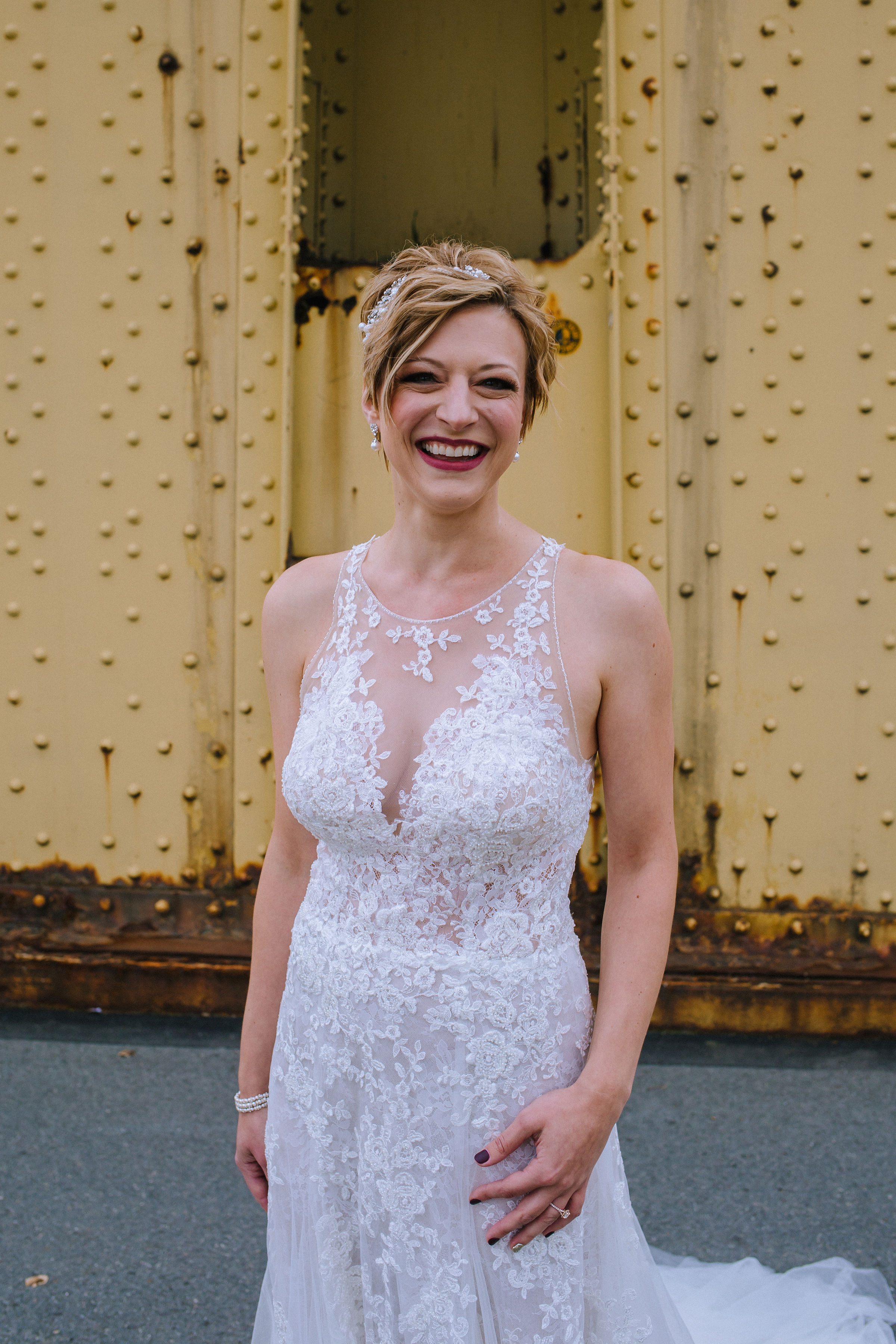 Brides poses in modern wedding dress for Pittsburgh wedding at Studio Slate planned by Exhale Events. Find more wedding inspiration at exhale-events.com!