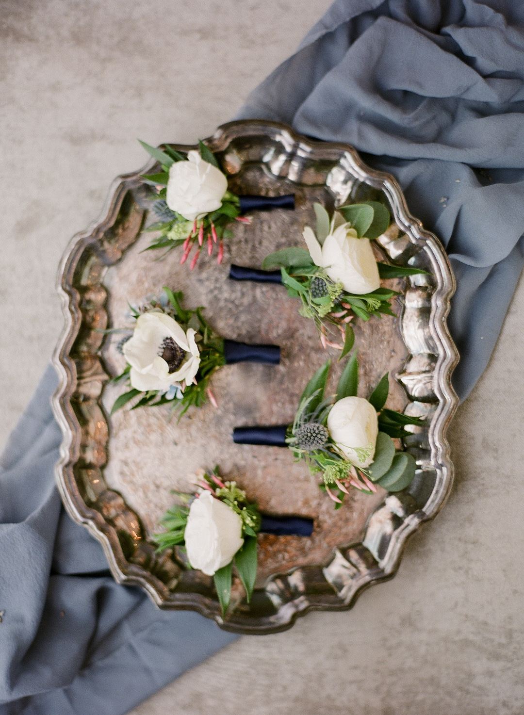 Wedding boutonnieres for Pittsburgh wedding at Hotel Monaco planned by Exhale Events. Find more modern wedding ideas at exhale-events.com!