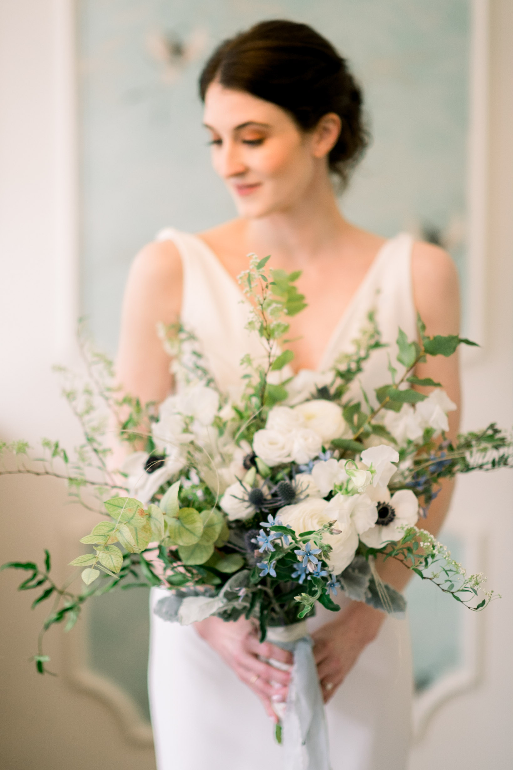 Wedding bouquet inspiration for Pittsburgh wedding at Hotel Monaco planned by Exhale Events. Find more modern wedding ideas at exhale-events.com!