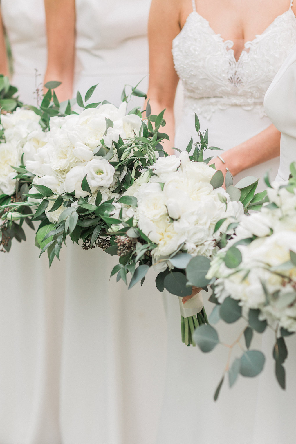 White wedding bouquets for chic wedding in Buffalo, NY planned by Exhale Events. Find more timeless wedding inspiration at exhale-events.com!