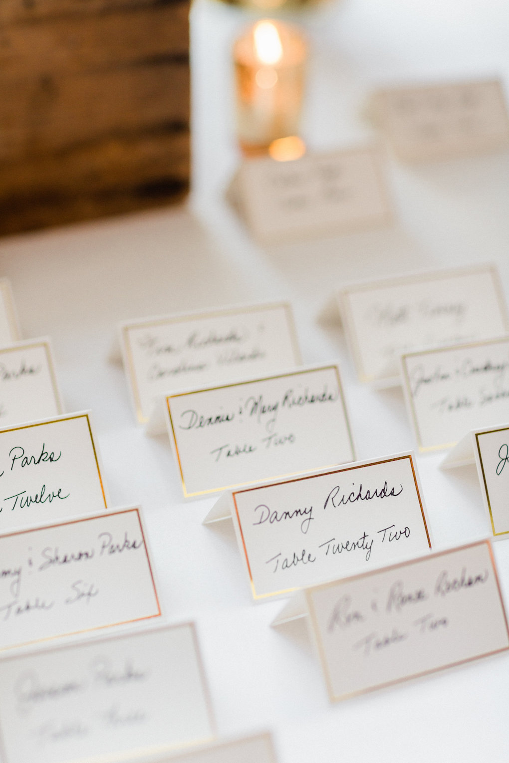 White and gold wedding escort cards for chic wedding in Buffalo, NY planned by Exhale Events. Find more timeless wedding inspiration at exhale-events.com!