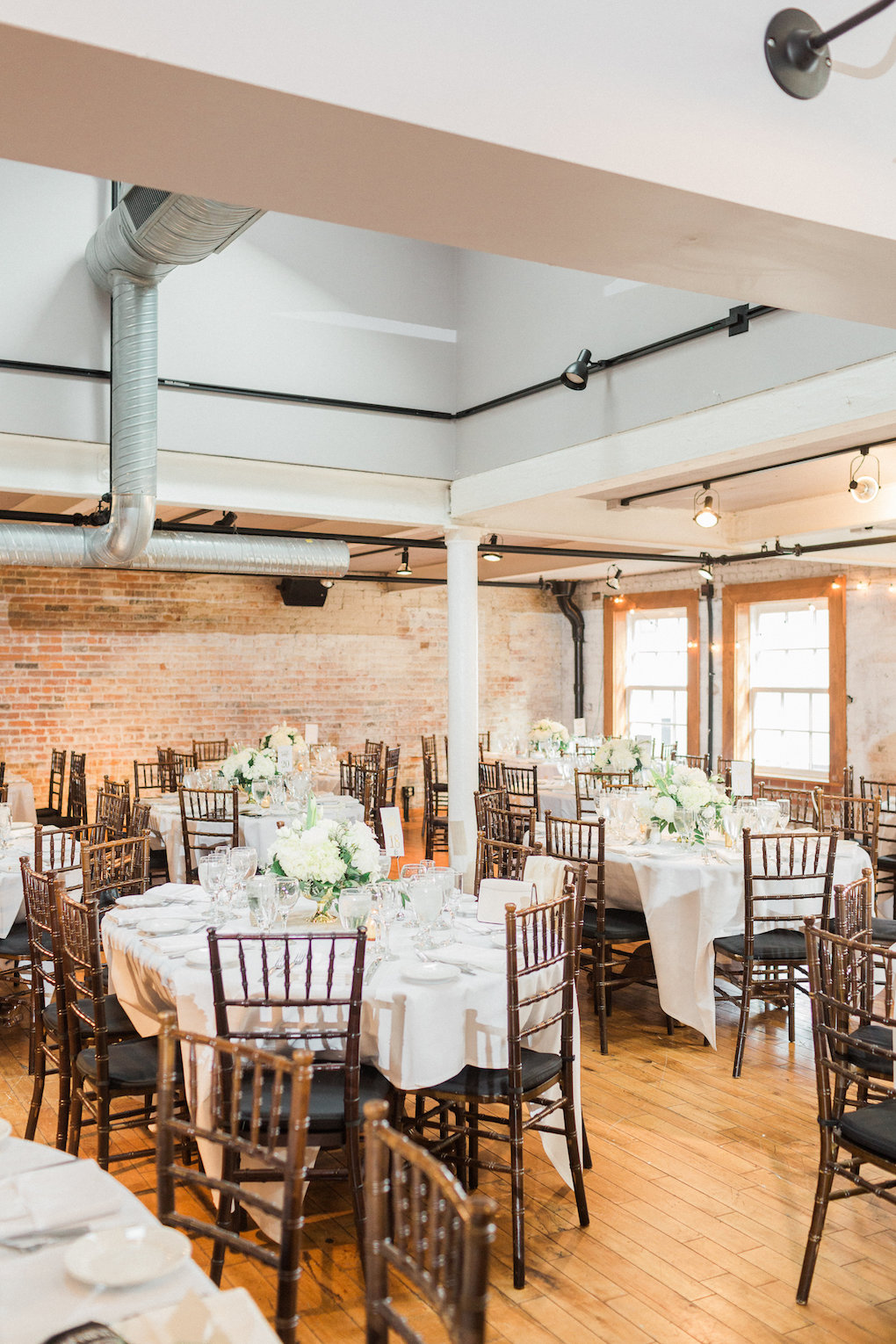 White and greenery wedding decor for chic wedding in Buffalo, NY planned by Exhale Events. Find more timeless wedding inspiration at exhale-events.com!