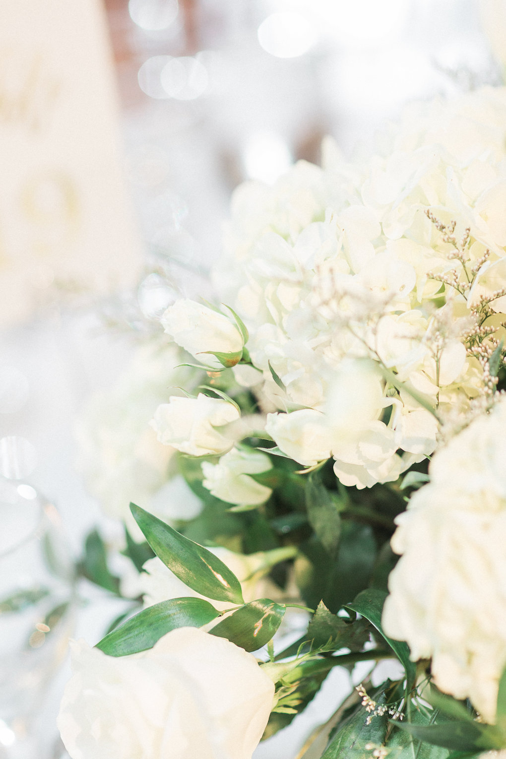 White and greenery wedding flowers for chic wedding in Buffalo, NY planned by Exhale Events. Find more timeless wedding inspiration at exhale-events.com!