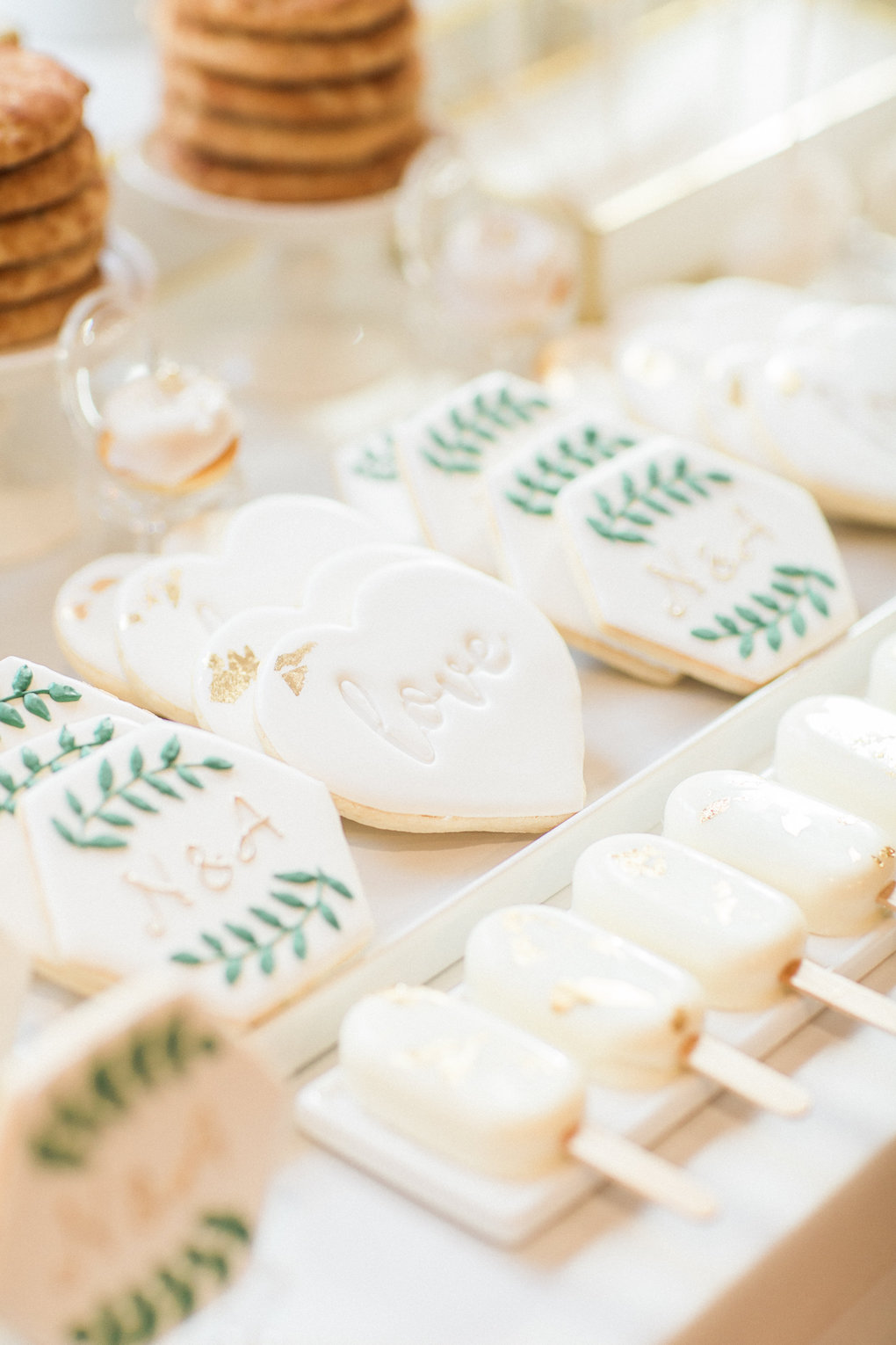 Wedding dessert ideas for chic wedding in Buffalo, NY planned by Exhale Events. Find more timeless wedding inspiration at exhale-events.com!