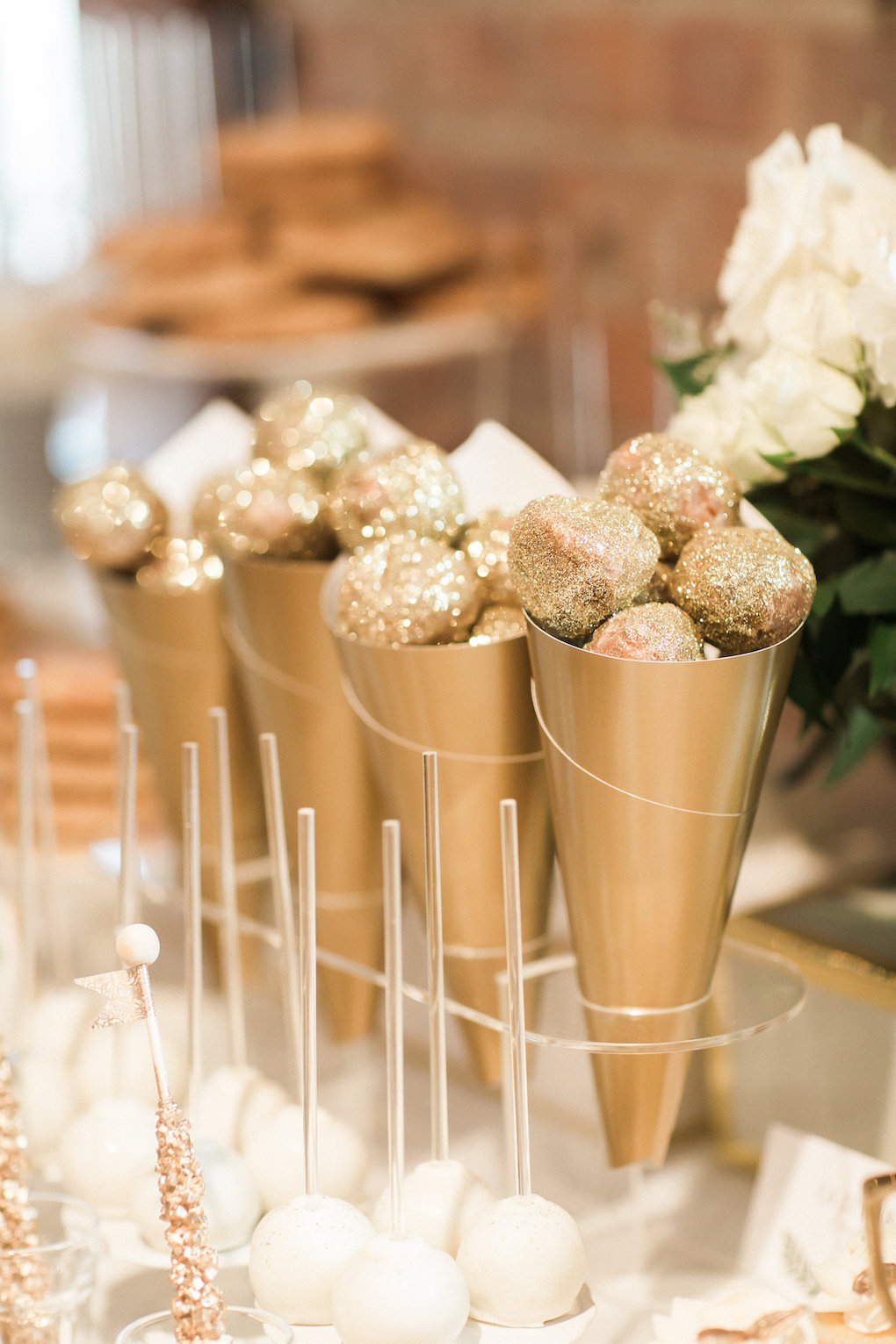 Gold wedding desserts for chic wedding in Buffalo, NY planned by Exhale Events. Find more timeless wedding inspiration at exhale-events.com!