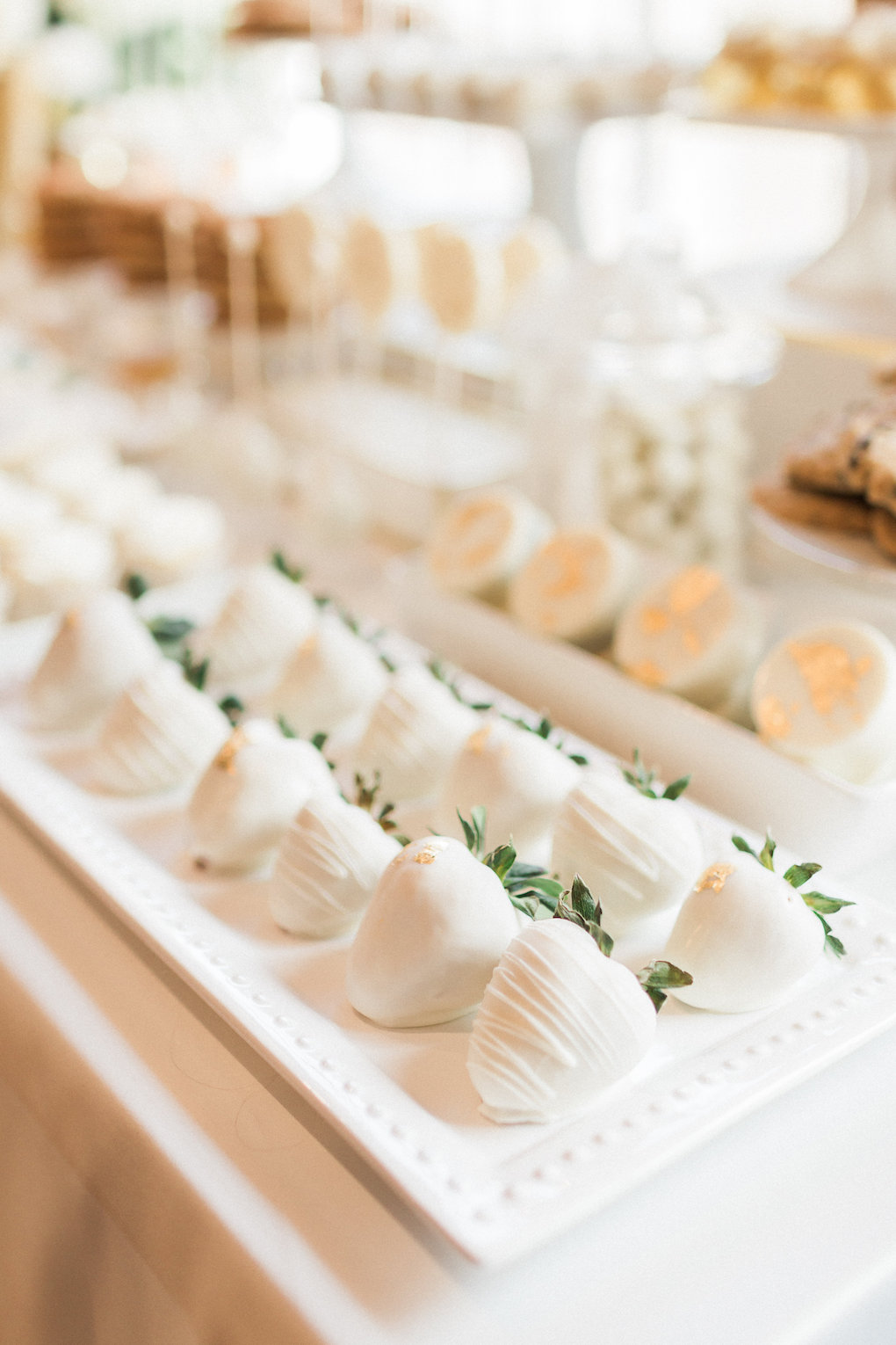 White chocolate covered strawberries for chic wedding in Buffalo, NY planned by Exhale Events. Find more timeless wedding inspiration at exhale-events.com!