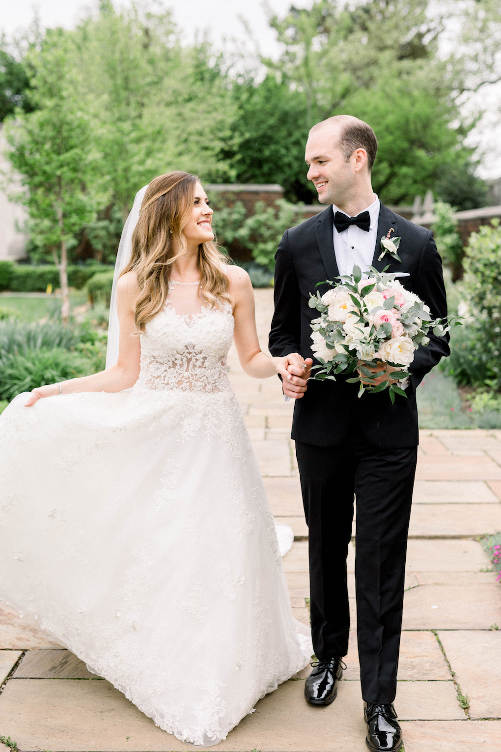 Bride and groom outdoor wedding photos: Romantic Fairytale Omni William Penn Wedding in Pittsburgh, PA planned by Exhale Events. Find more wedding inspiration at exhale-events.com!