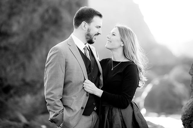 When your clients ask if they can get dressed up all dance and then hike down to the beach for engagement photos... ummm, DUHHHH!!!! Katy and Nicholas has the dreamiest San Francisco engagement session and I love them 😍 . . . . . . . . #sanfranciscoengagementsession #engaged #blackandwhite #beachengagement #threepiecesuit #blacktiebride