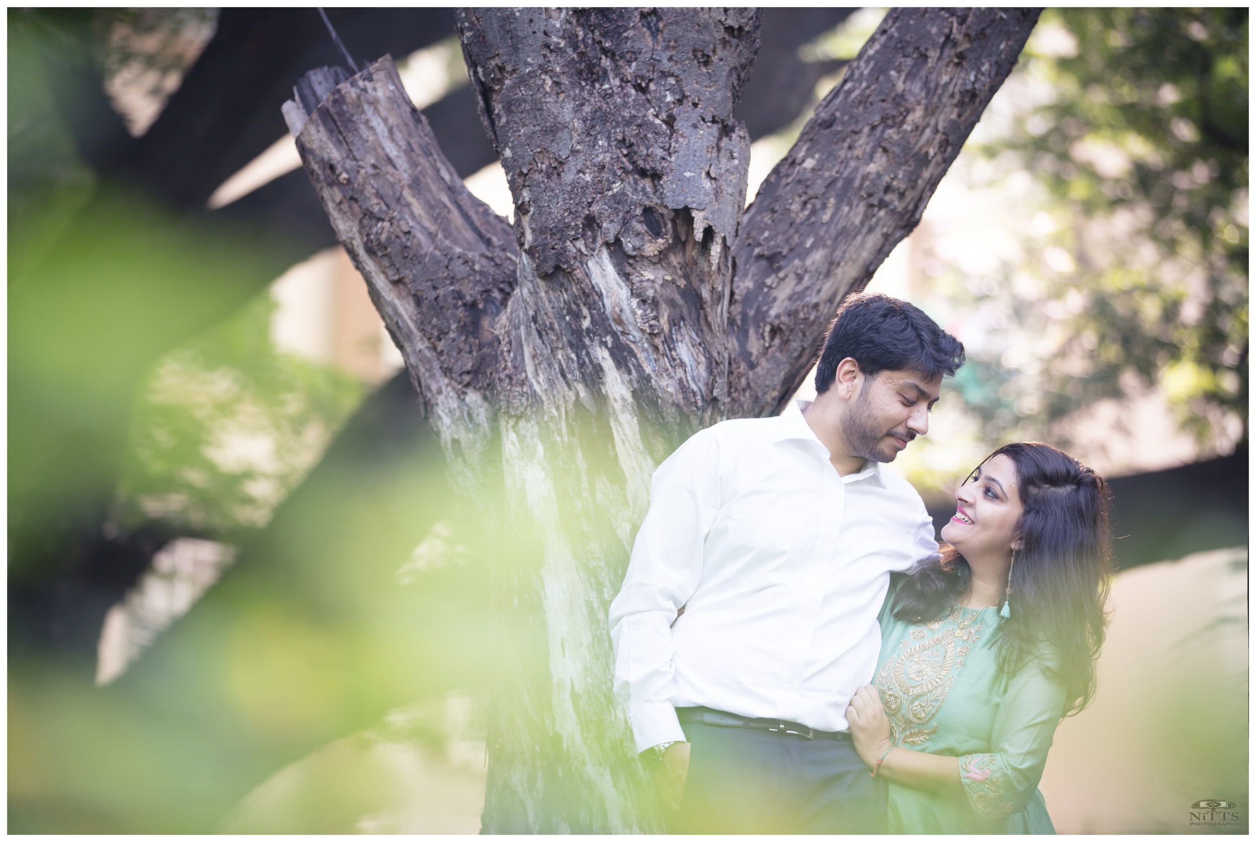 Back-lit couple portrait_prewedding_gorgeous_backdrop_foreground.JPG
