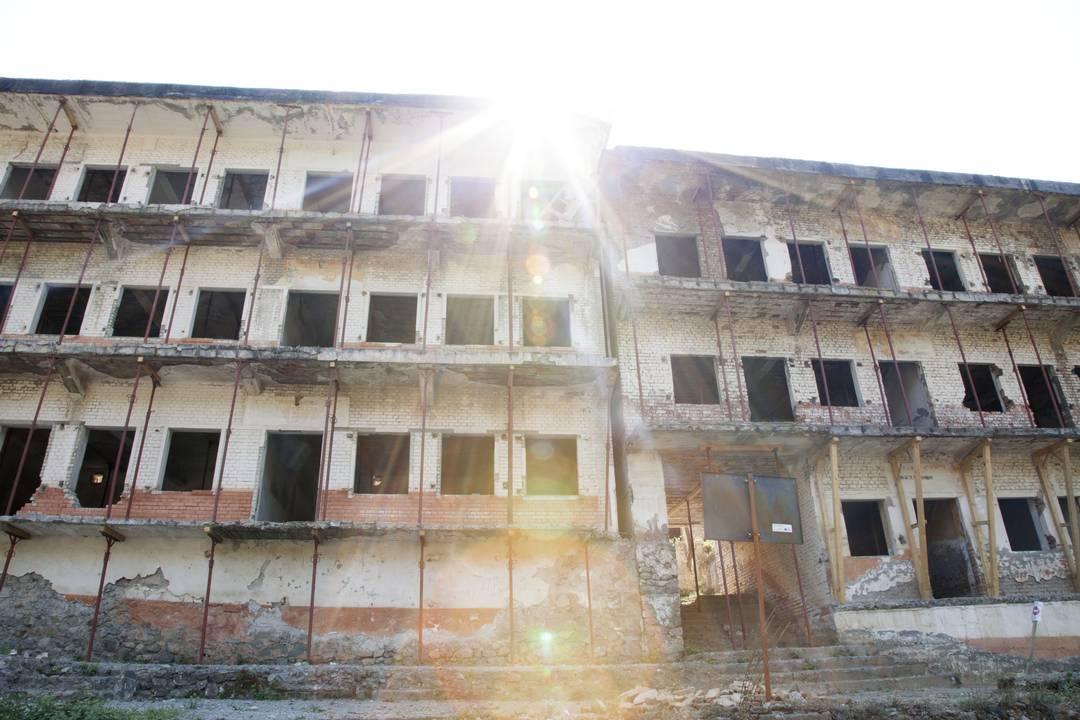 Ciò che resta del carcere di Spaç.