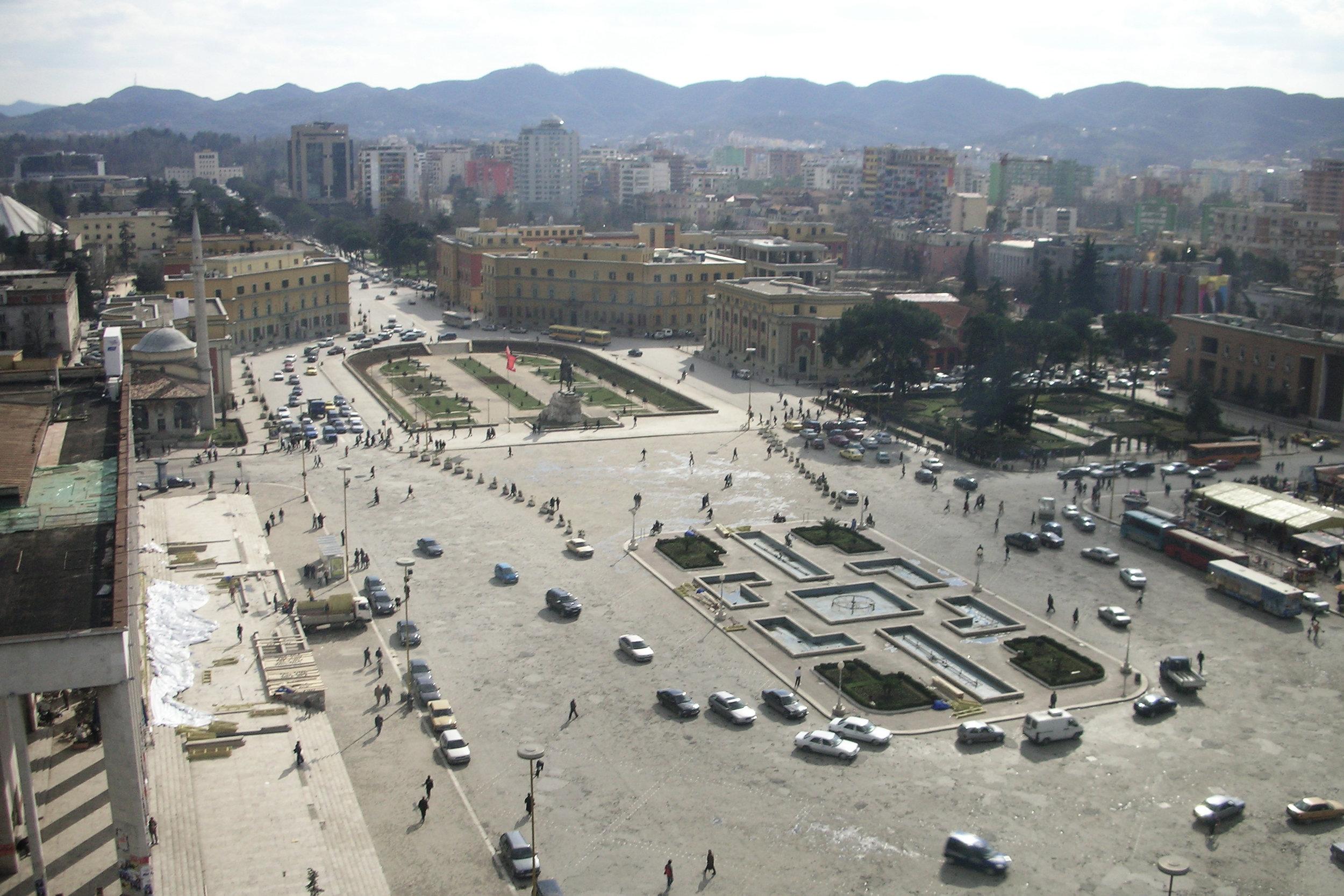 Piazza Scanderbeg a Tirana, nel 2007.