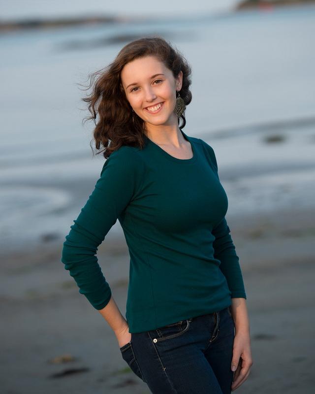 senior portrait on the beach 09.jpg