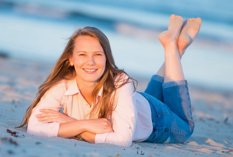 senior portrait on the beach 24.jpg